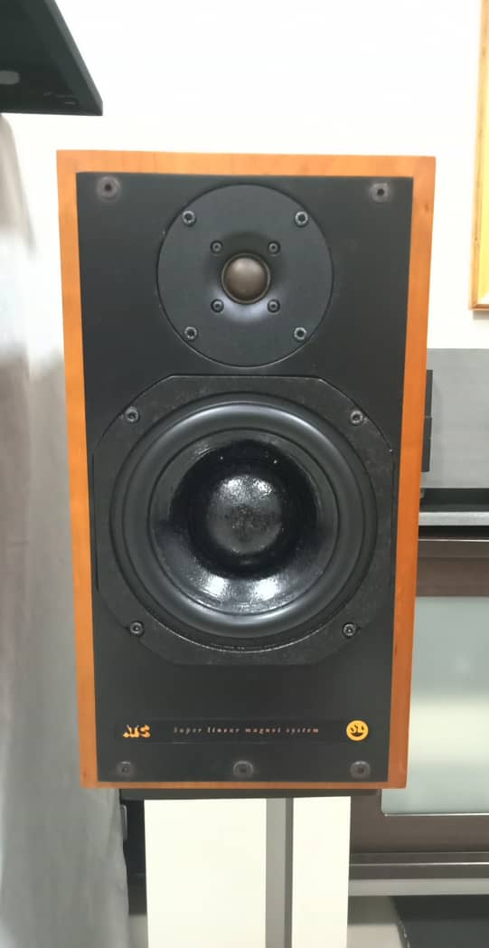 ATC SCM20 SL Speakers X210