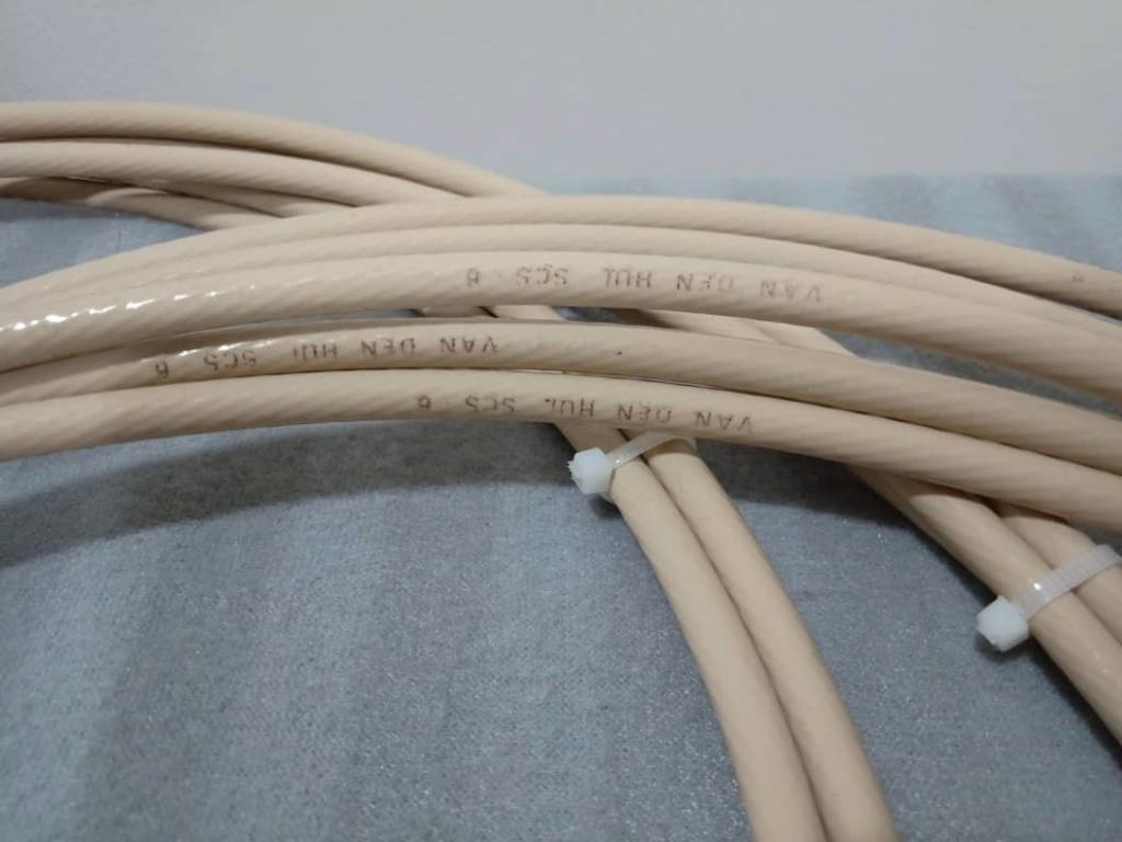 Speaker Cables: Inakustiks, MIT, Supra,  Nordost, Van Den Hul, Tellurium Q, PAD, Studio Connections, Etc.... X329