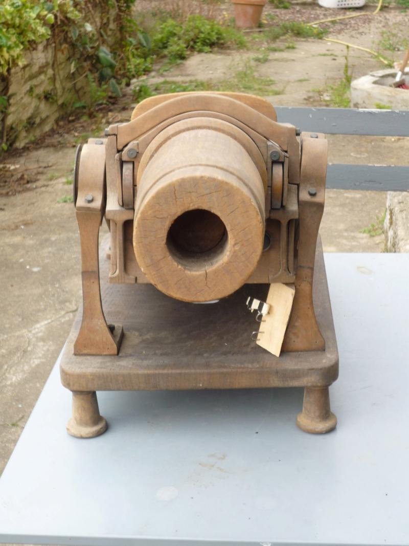 Un canon en vide grenier et une jolie caisse 00741