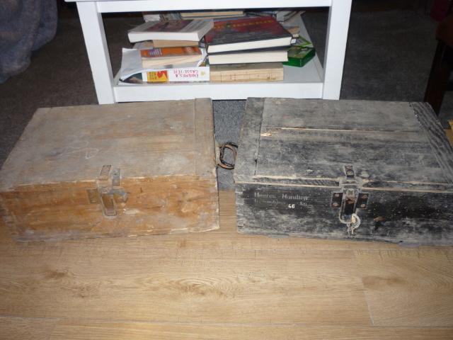 2 caisses pleines de souvenirs! P1030984