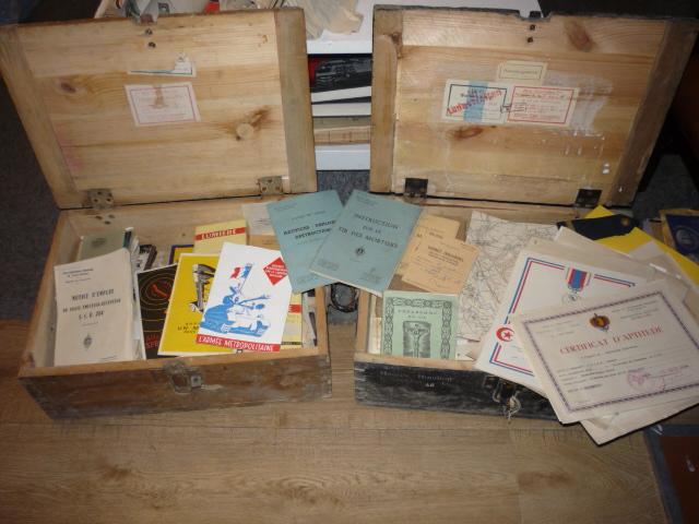 2 caisses pleines de souvenirs! P1030985