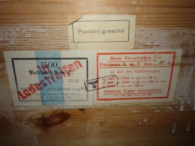 2 caisses pleines de souvenirs! P1040010