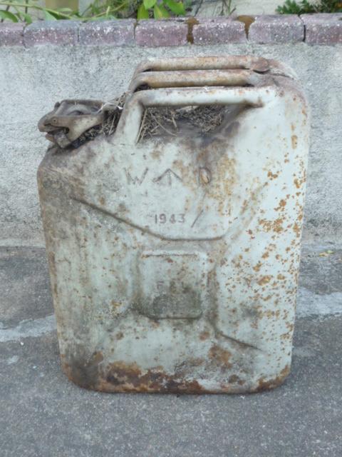 Un jerrican Anglais de 1943 P1040249
