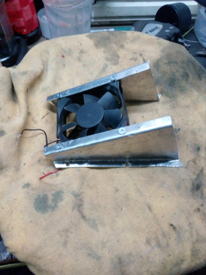 Deflecteur / extracteur de chaleur moteur sur Road King 1584 Img_2077