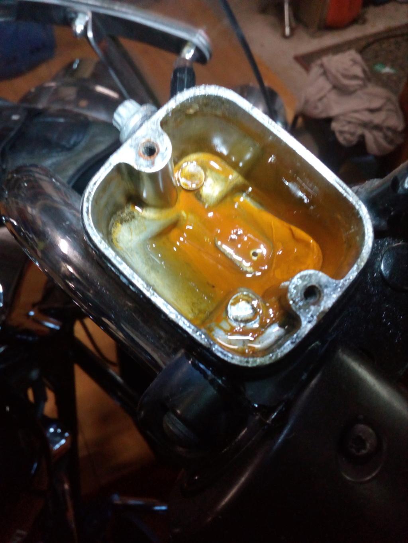 Reservoir huile de freins ...gaffe Img_2090