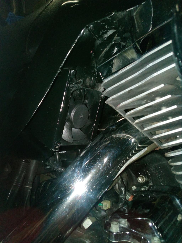 Deflecteur / extracteur de chaleur moteur + ventilo sur Road King 1584  - Page 2 Img_2104