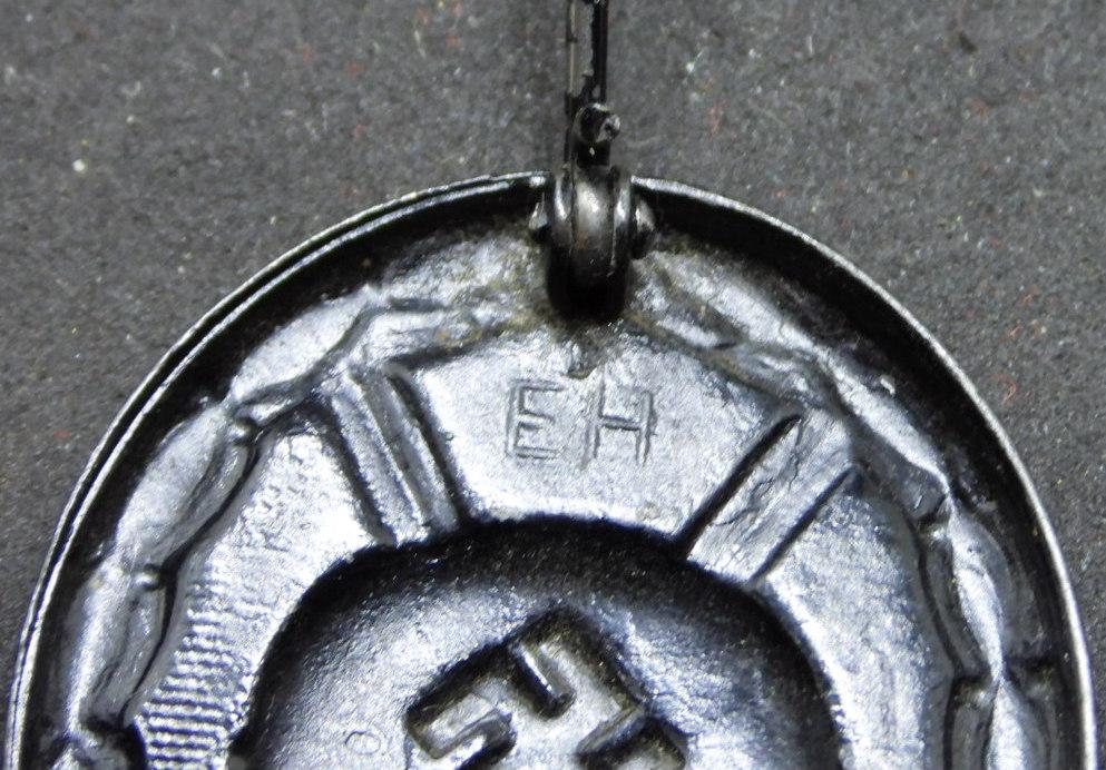 Estimation badge des blessés noir 1939, double marquage fabricant. Dscn2010