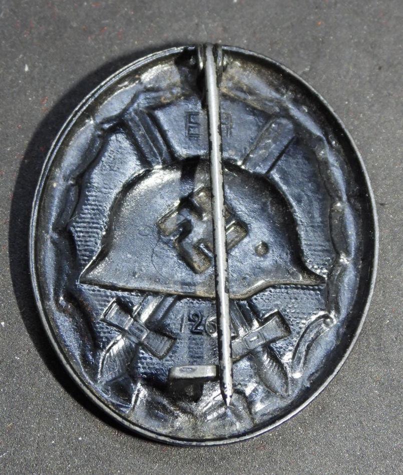 Estimation badge des blessés noir 1939, double marquage fabricant. Dscn2011