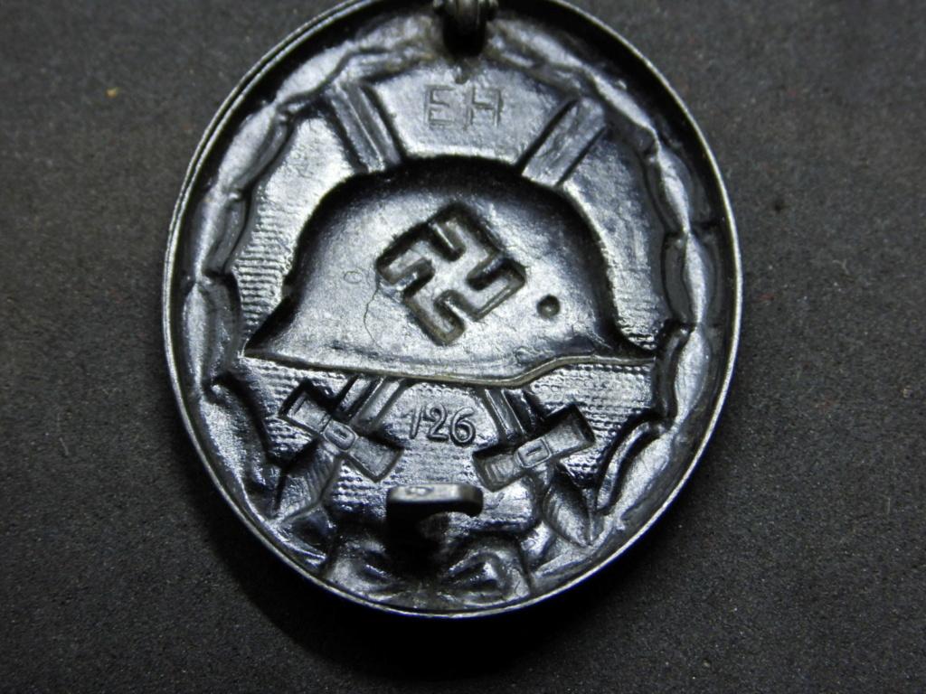 Estimation badge des blessés noir 1939, double marquage fabricant. Dscn2013