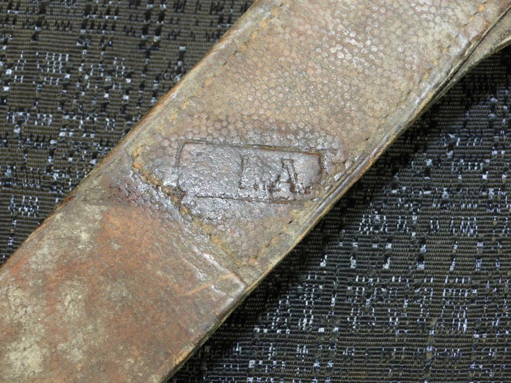identification porte baïonnette cuir Dscn2217
