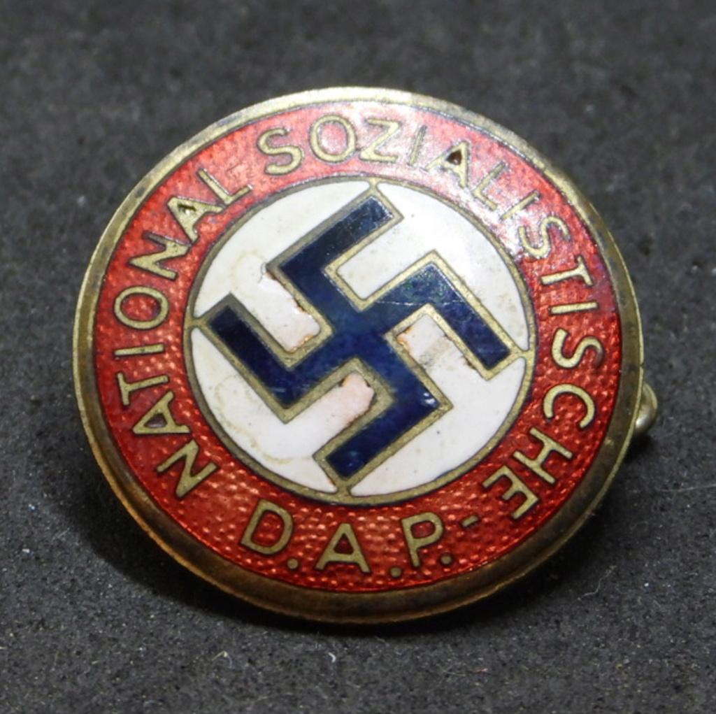 Insigne NSDAP précoce. Dscn7110