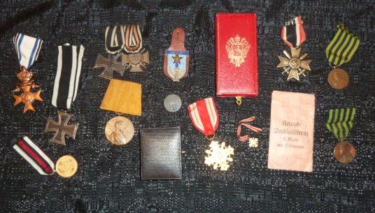 """Un nid de croix de fer """"122"""", des médailles/décorations étuis PA allemands, album photos WH Jersey, etc.... P1610754"""