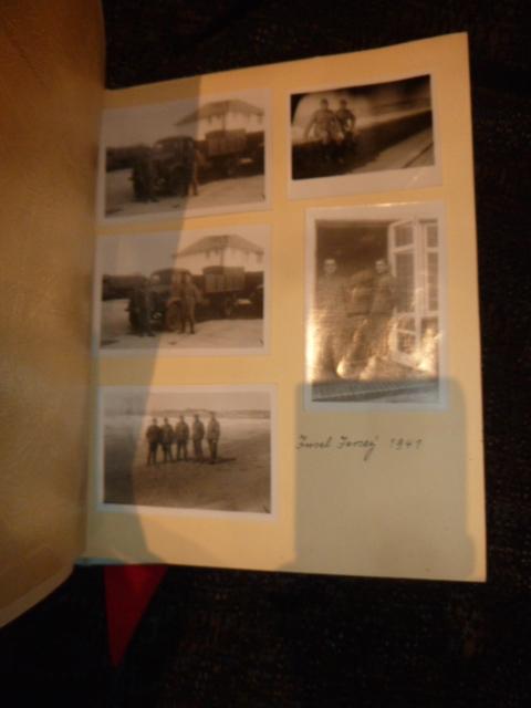 """Un nid de croix de fer """"122"""", des médailles/décorations étuis PA allemands, album photos WH Jersey, etc.... P1610756"""