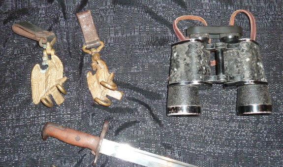 médailles, calot HJ, baïonnettes, poignards..... P1610759