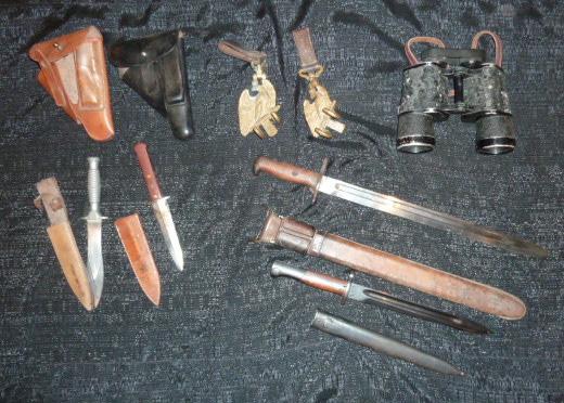 médailles, calot HJ, baïonnettes, poignards..... P1610760