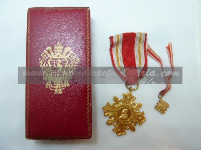 médailles, calot HJ, baïonnettes, poignards..... P1610810