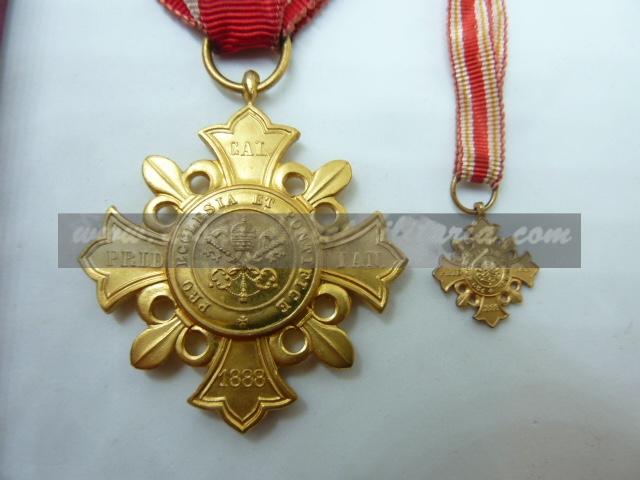 médailles, calot HJ, baïonnettes, poignards..... P1610811