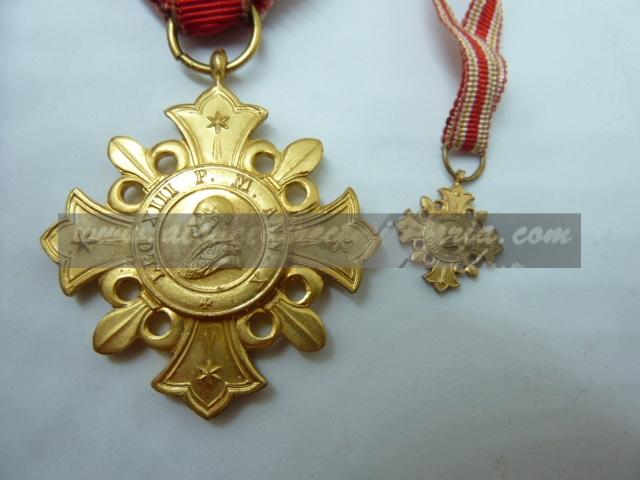 médailles, calot HJ, baïonnettes, poignards..... P1610812