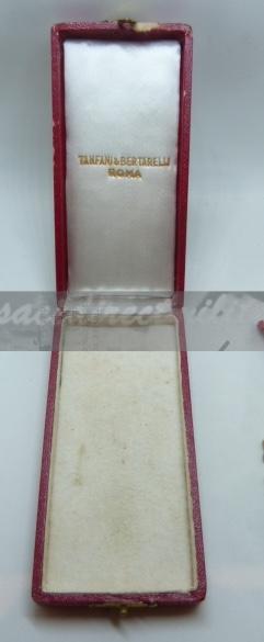 médailles, calot HJ, baïonnettes, poignards..... P1610813