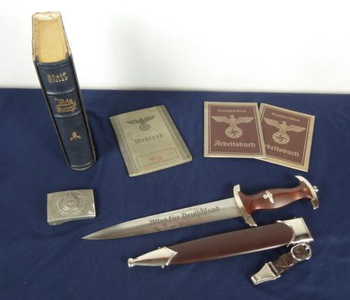 Très belles rentrées: Pistolet Lepage, SS, Kripo, dague........ P1640015