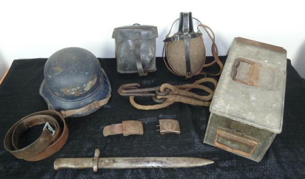 Boucle heer, et HJ, trousse MG, gladiateur, caisse MG 14/18, baïo Ersatz.... P1640625
