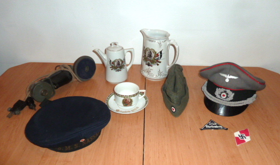 Schirmutze et calot WH Heer, insignes BDM, Tellermutze Kaiserliche Marine.... P1650337