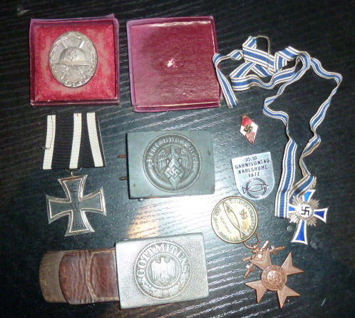 Médailles et décos en nombres, dague DLV, cartes postales dont beaucoup de SS P1670215