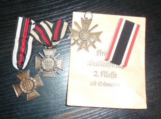 Médailles et décos en nombres, dague DLV, cartes postales dont beaucoup de SS P1670218