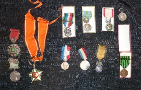 Médailles et décos en nombres, dague DLV, C.P. dont beaucoup de SS, suite! P1670316