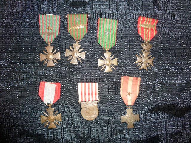 Médailles et décos en nombres, dague DLV, C.P. dont beaucoup de SS, suite! P1670318