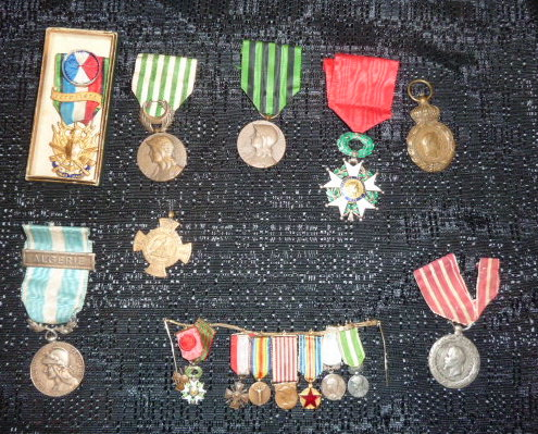 Médailles et décos en nombres, dague DLV, C.P. dont beaucoup de SS, suite! P1670319