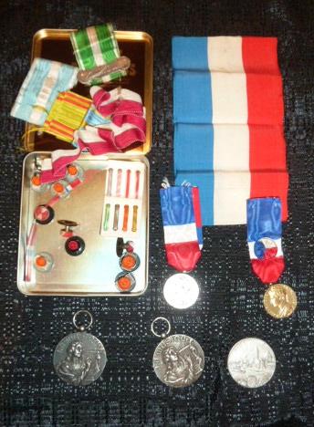 Médailles et décos en nombres, dague DLV, C.P. dont beaucoup de SS, suite! P1670323