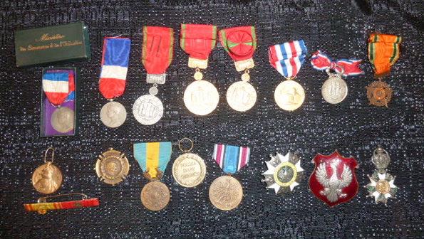 Médailles et décos en nombres, dague DLV, C.P. dont beaucoup de SS, suite! P1670324