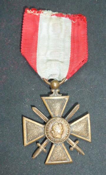 Médailles et décos en nombres, dague DLV, C.P. dont beaucoup de SS, suite! P1670410