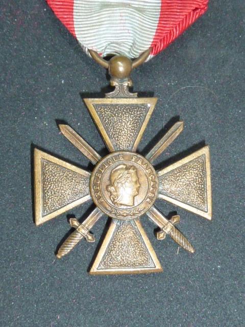 Médailles et décos en nombres, dague DLV, C.P. dont beaucoup de SS, suite! P1670411