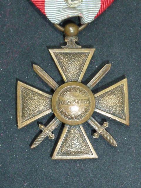 Médailles et décos en nombres, dague DLV, C.P. dont beaucoup de SS, suite! P1670412