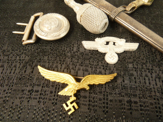 Dagues, Calot NSKK, insignes et boucles.... P1780116