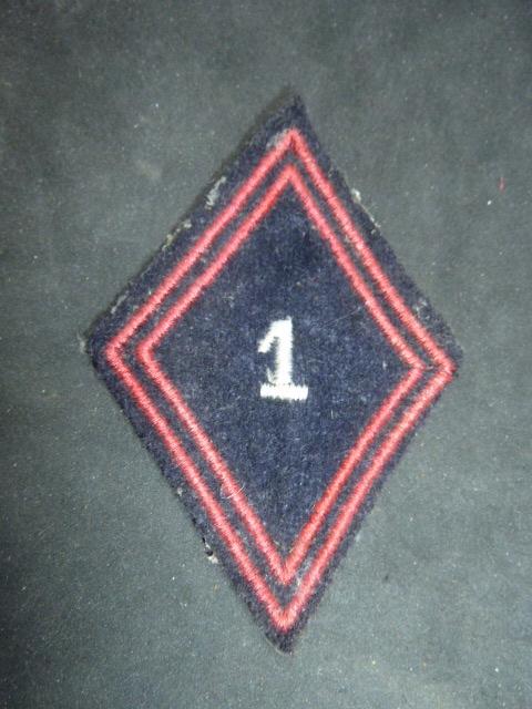Identification et estimation insignes tissus français. P1930516