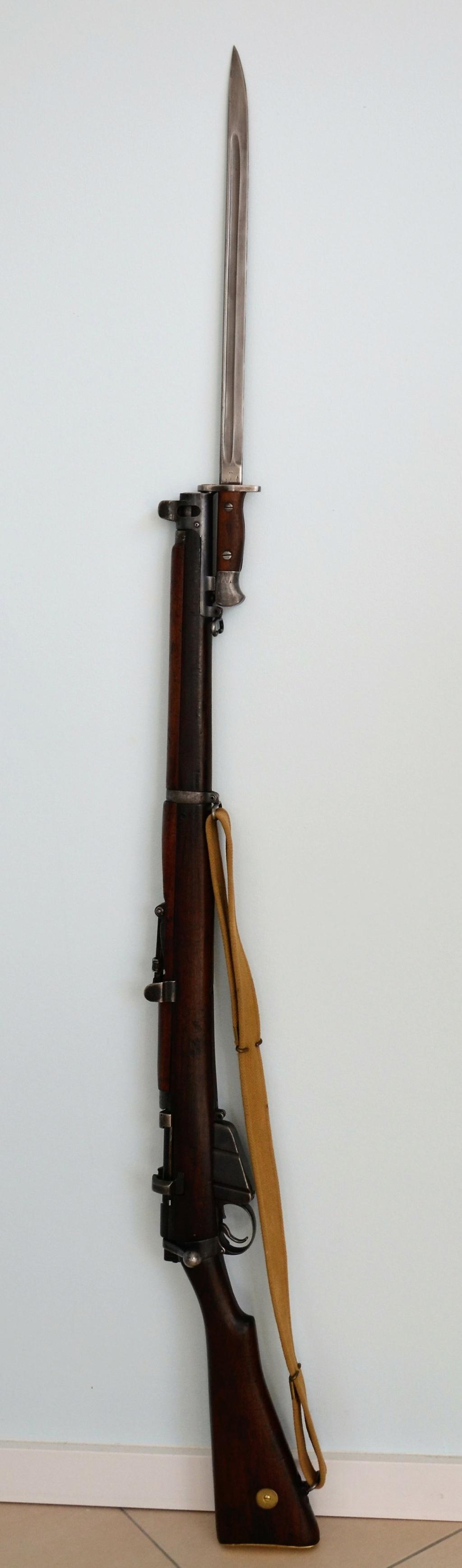 Baïonnette modèle 1907 du Princess Charlotte of Wales's Royal Berkshire Regiment datée de mars 1915 Dsc_0916