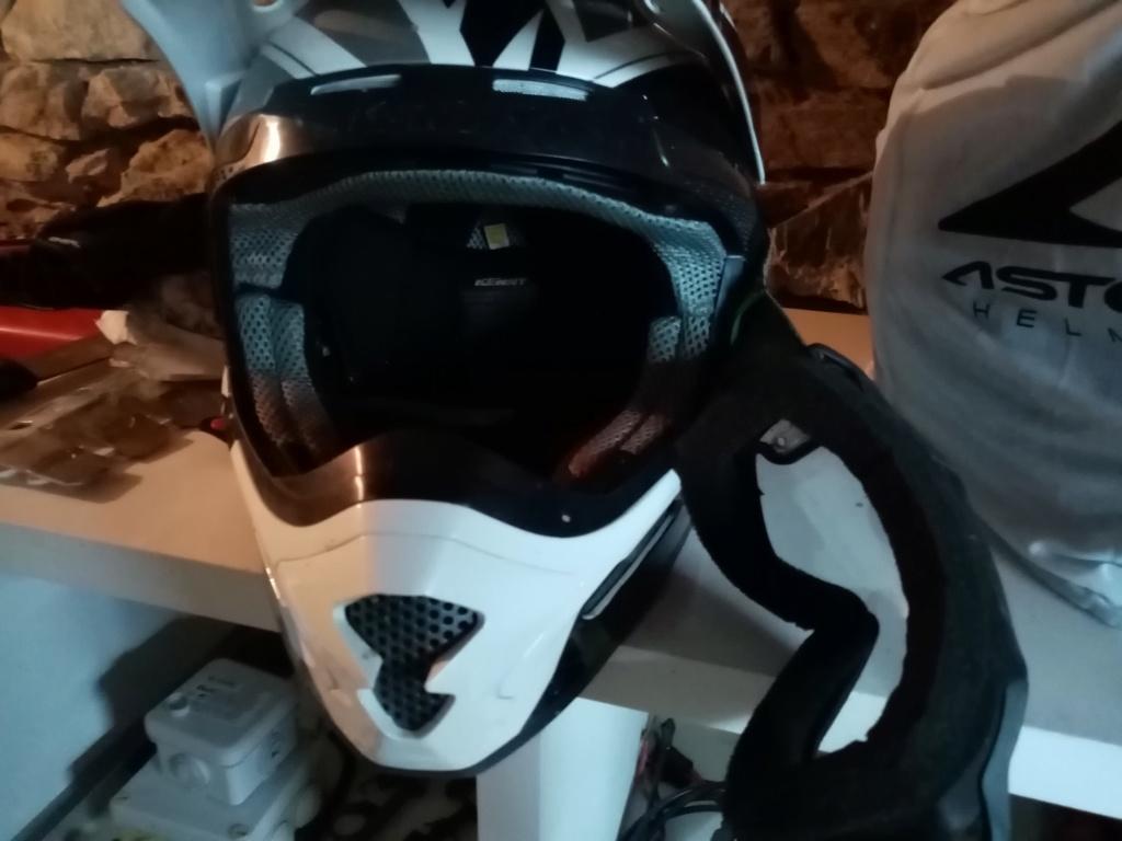 Recyclage d'un vieux masque Img_2015