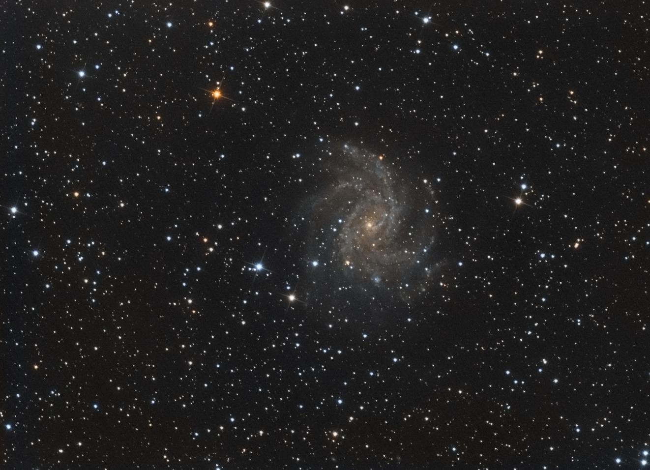 Premières lumières sur la galaxie du feu d'artifice Firewo10