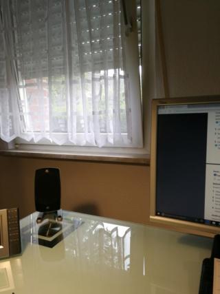 Mein Platz am Schreibtisch hat Blickkontakt zu den Welten Img_2056