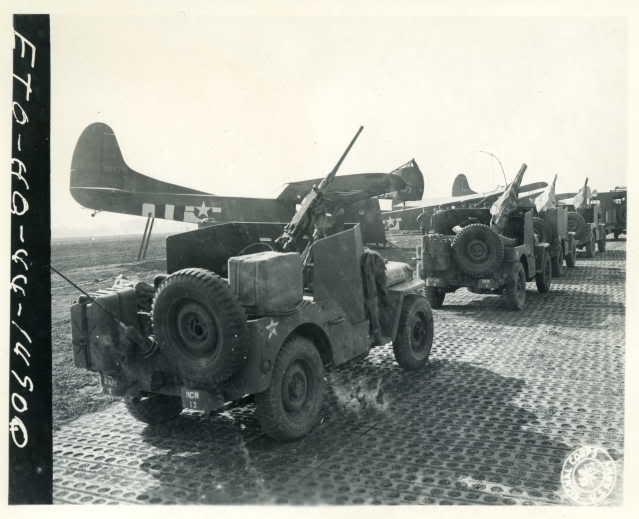 Un peloton original et peu connu :  Le peloton de jeeps blindées du 9ème escadron du 1er REC  (Laos - mai-novembre 1953) . 1077dm10