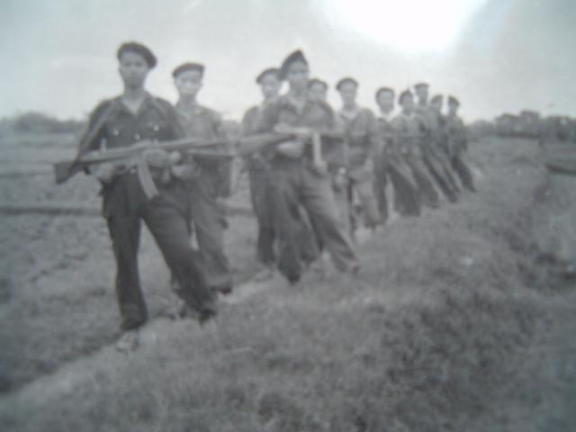 Arme miracle du Reich: fusil d'assaut StG 44 (canon incurvé et viseur infrarouge) 1ymuec10