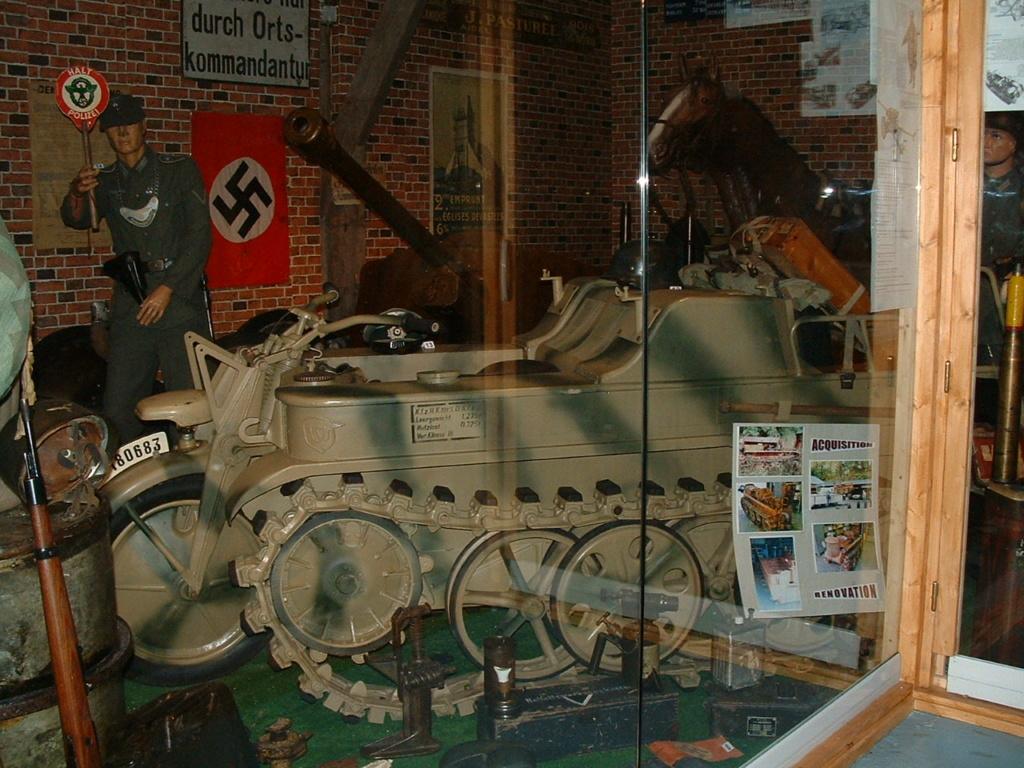 Le SdKfz 2, plus connu sous les noms de Kleines Kettenkraftrad HK 101 ou Kettenkrad . Dscf0131