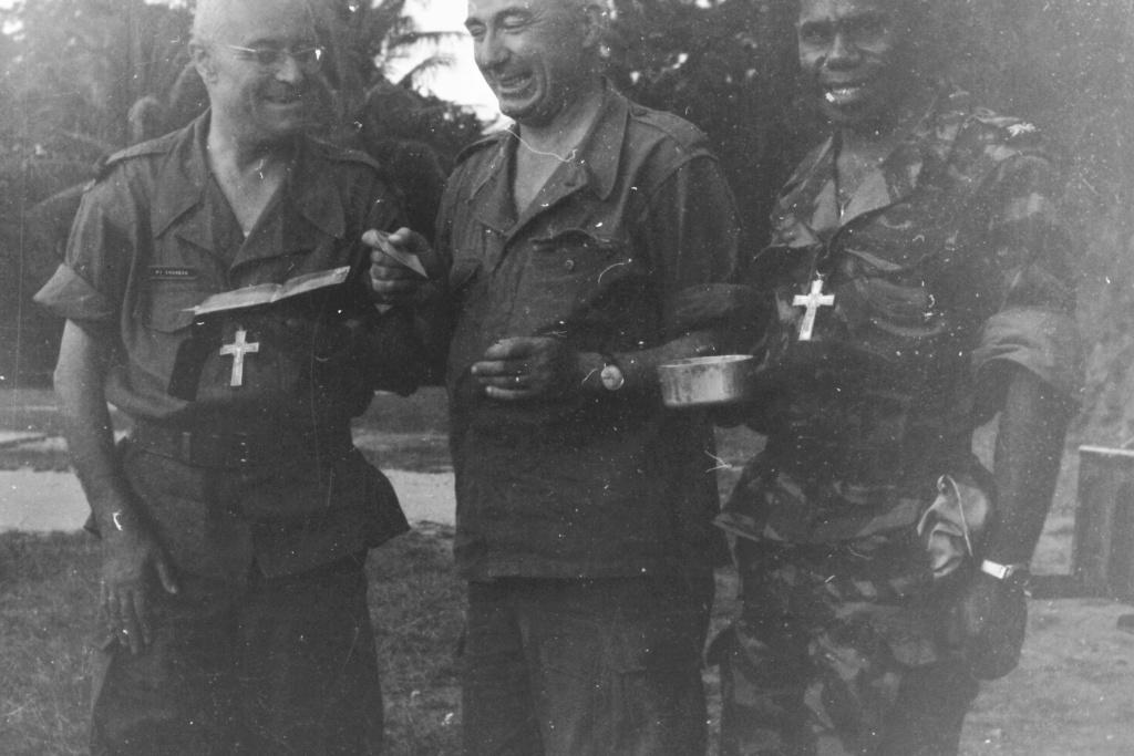 Les Aumoniers militaires !!!! Manoeu18