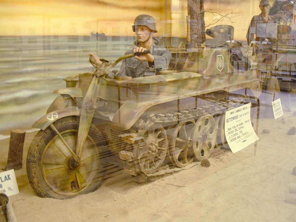 Le SdKfz 2, plus connu sous les noms de Kleines Kettenkraftrad HK 101 ou Kettenkrad . Nsu_ke11
