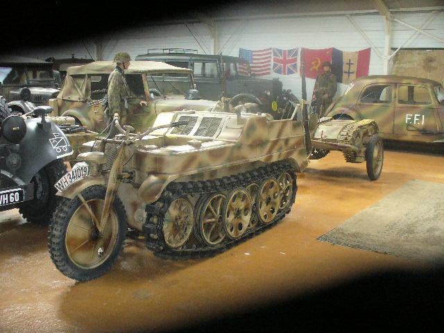 Le SdKfz 2, plus connu sous les noms de Kleines Kettenkraftrad HK 101 ou Kettenkrad . P1050110
