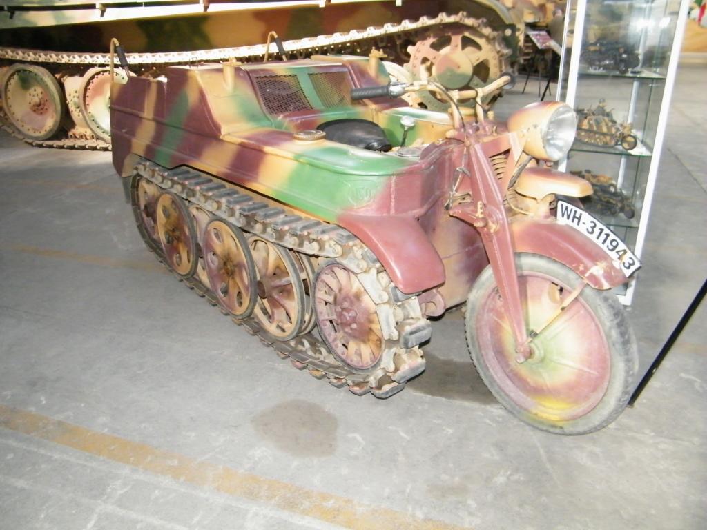 Le SdKfz 2, plus connu sous les noms de Kleines Kettenkraftrad HK 101 ou Kettenkrad . Sdkfz_15