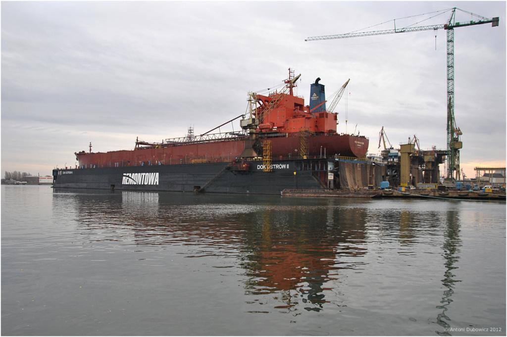 Dock flottant Ostrow II maquette en papier JSC 1/400. - Page 2 00-dsc10